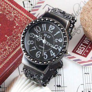 腕時計 アンティーク風 シンプル バングル (文字盤ブラック)