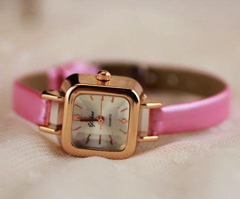 【お取り寄せ】腕時計 クラシック 華奢バンド スクエア文字盤 (ピンク)