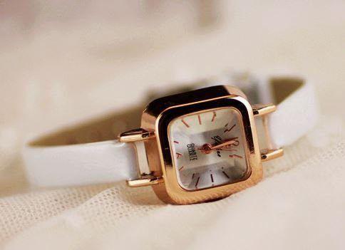 腕時計 クラシック 華奢バンド スクエア文字盤 (ホワイト)