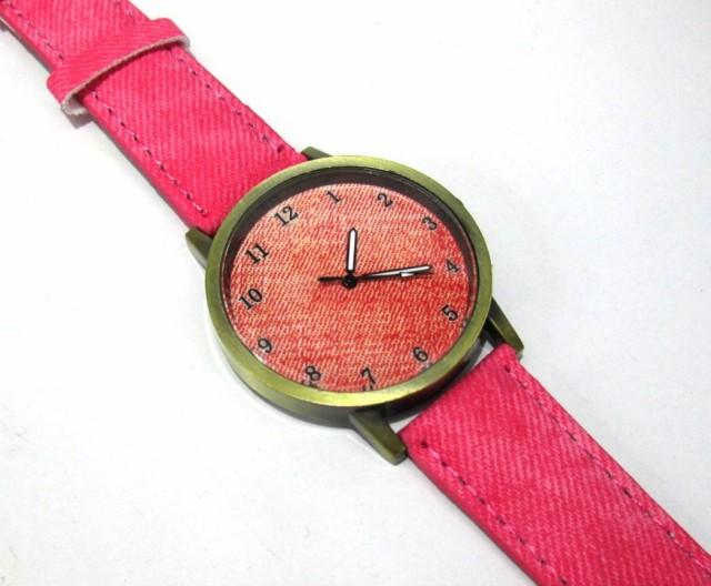 腕時計 ビンテージ調 デニム地風 大きめ文字盤 (レッド)