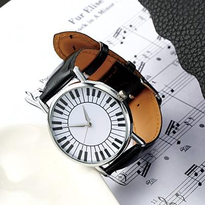 黒/銀縁鍵盤デザインの文字盤腕時計