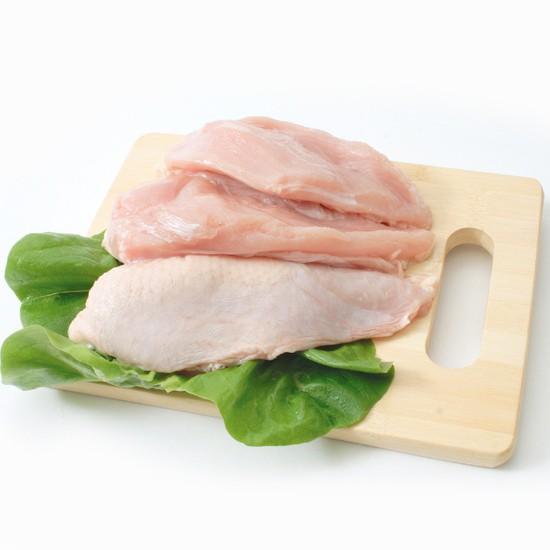 知床どり むね肉 2kg(1パックでの発送)(北海道産)【鶏肉】【鳥肉】北海道産の小麦や海藻粉末を飼料に配合しております。