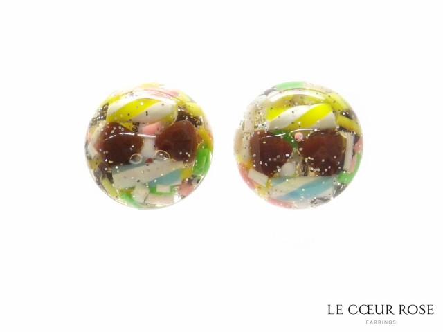 カラースプレーのようなお菓子モチーフが封入されたネジバネ式イヤリング イアリング