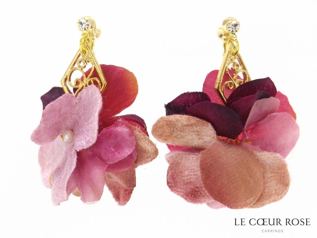 【閉店セール】透かしダイヤに淡い色のお花のネジバネ式イヤリング イアリング