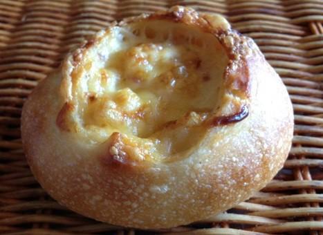 【クラムチャウダーフランス】クラムチャウダーを詰めたフランス系惣菜パン