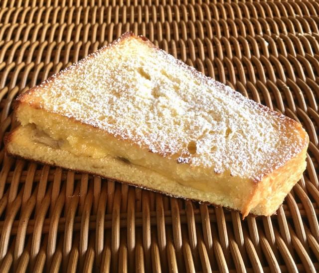 【バナナカスタードフレンチ】食パンにバナナと自家製カスタードを挟んだフレンチトースト