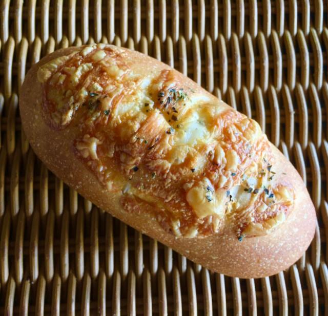 [ゴーダチーズフランス]とろーりなゴーダチーズと香ばしいシュレッドチーズのWチーズのフランスパン
