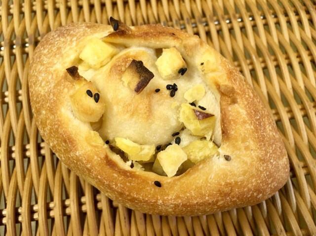 【お芋フランス】さつま芋の角切りを一杯包み込んだフランスパン