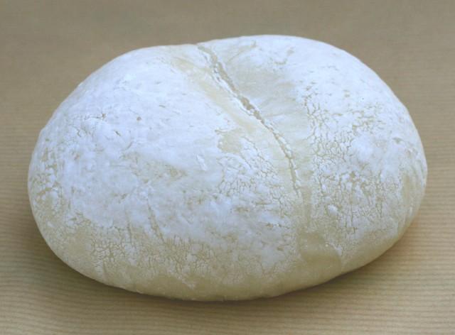 【白パンカスタード】バニラビーンズをたっぷり使った手作りカスタードクリーム。そのクリームを包んだもちもち食感のクリームパン(1個