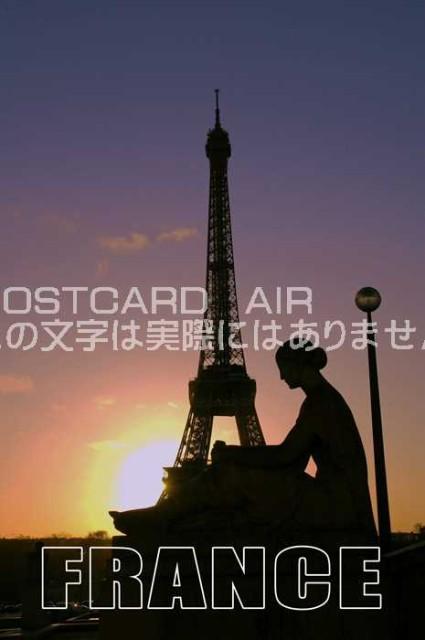 【世界の観光地ポストカード】「FRANCE」夜明けのフランスパリ女性とエッフェル塔ハガキはがき絵葉書【限定販売】