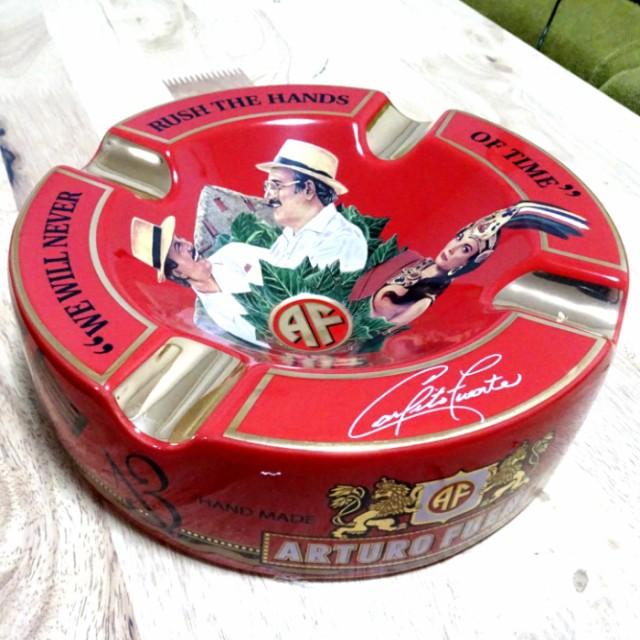 シガー灰皿 ARTURO FUENTE アルトゥーロ・フエンテ 葉巻専用 レッド ハンドメイド おしゃれ インテリア タバコ 雑貨 喫煙具 高級 ギフト