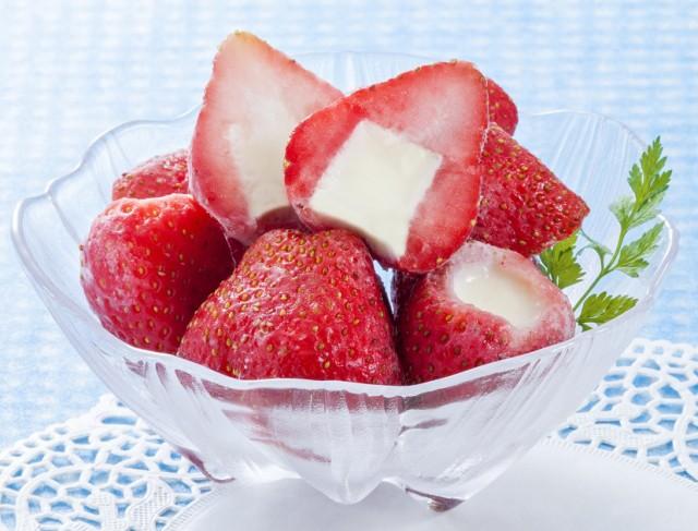 業務用 苺まるごと練乳入りアイス 20g×50個入【デザート】