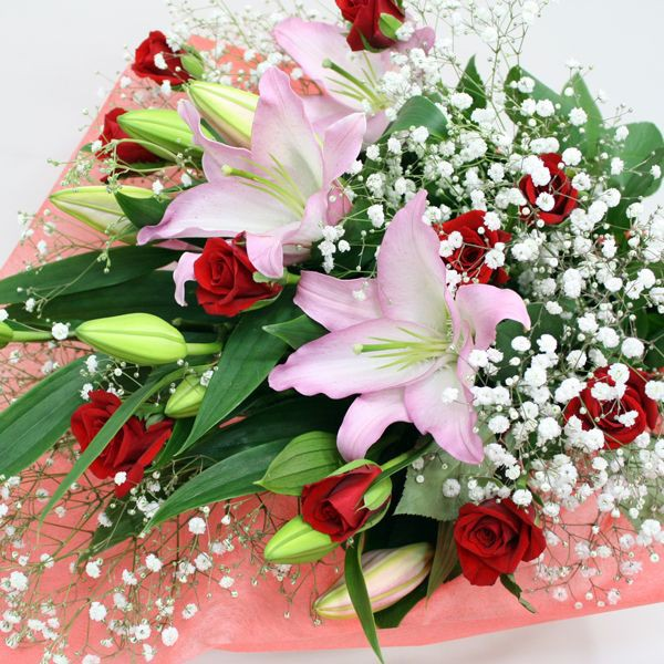 【花束】赤バラとユリの豪華な花束・・・お誕生日・お祝い・歓送迎