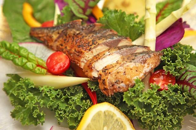 サラダサバ 10個セット ブラックペッパー & ガーリック味 非常食 保存食に 無添加 たんぱく質SABAR × 内野家 国産真鯖使用 送料無料