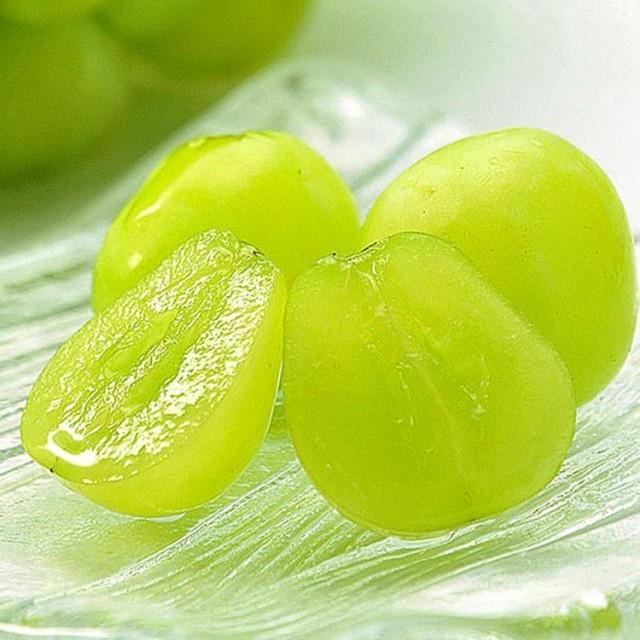 果物 ギフト シャインマスカット 究極の ぶどう 1箱 2房入り 山梨県産 皮ごと食べれます
