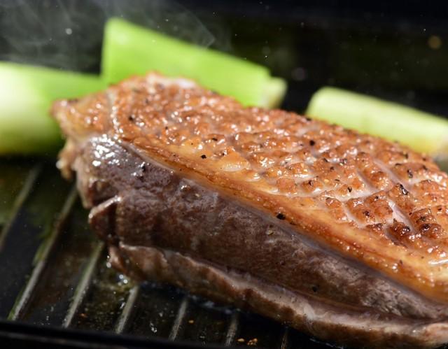 『フランス鴨(バルバリー種)のロース肉』オス・メス混合 計約1kg(3〜4枚)青森県産 ※冷凍 送料無料