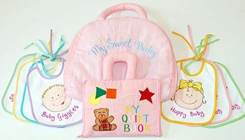 布絵本 MY QUIET BOOK ベア ピンク 英語刺しゅう版と布の着せ替えバッグ My Baby Bag とおまけつき ウィークリービブセットベビーフェ