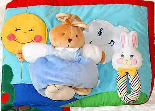 布のプレイマット ご出産祝い 布のおもちゃ 布絵本 プレイマットとオルゴール グリーンファームとブルーラビットプリティギフト2個組み