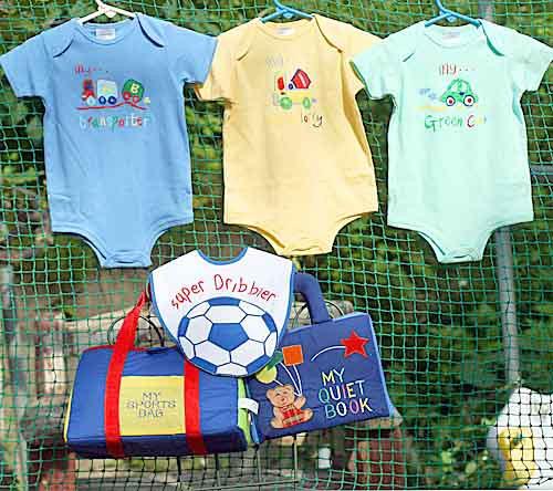 布絵本 MY QUIET BOOK ベア ブルーと布おもちゃマイスポーツバッグとおまけ付き ボディ肌着とビブ プレイギフトセット