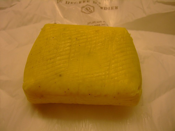 フランス ブルターニュ産 手造り搾乳バター イヴ ボルディエ 燻製塩 125g *同梱注意