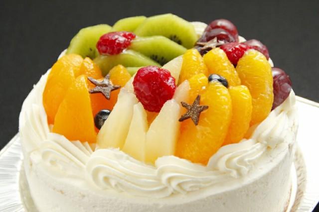 七色フルーツケーキに願い事. フルーツパフェのような生クリームケーキ 5号