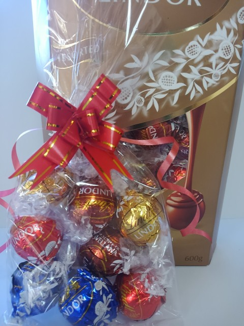 ギフト★リンツ チョコ チョコレート リンドール ★ 8個 アソート リボン付き ラッピング ギフト プレゼント★送料無料★4種類