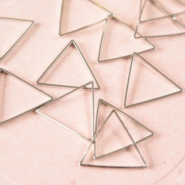 国内最高品質メッキ製フレームパーツ トライアングル(約20x20mm)約10個 シルバー メタルパーツ ハンドメイド 手芸材料 レジン用品