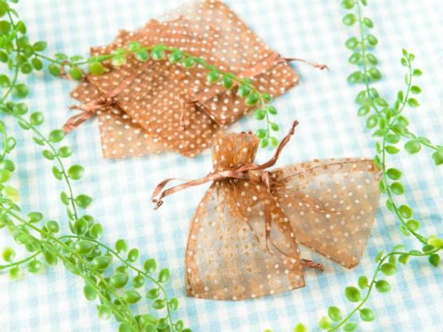 【お盆も発送!】 ジュエリー袋 水玉模様(約10x7.5cm)約50枚 ブラウン オーガンジー ジュエリーケース ポーチ 巾着袋 アクセサリー入れ