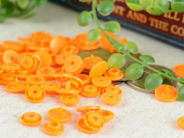 プラスチックスナップボタン(T-5) マットカラー 30組(12mm フレッシュオレンジ) ハンドプライヤー 手芸材料 プラスチック製 ボタン