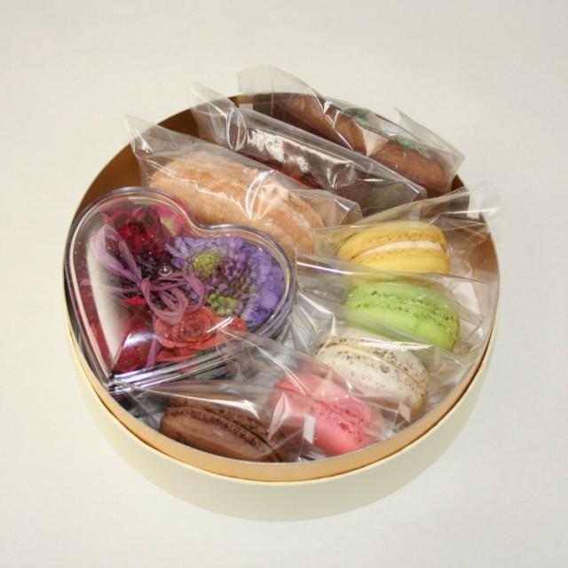 フラワーハートケース&焼き菓子 【お取り寄せ お花セット ギフト 生花 お礼 お祝い おしゃれ 誕生日 内祝い】