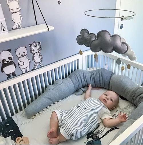 ベビーベッドガード サイドガード サイドパッド クッションガード 赤ちゃん 新生児 乳児 0歳 1歳 2歳 ピロー 枕 クロコダイル ワニ グレ