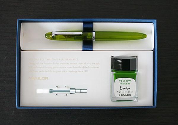 ガラスペン (磁器軸)インクセット。母の日。プレゼント。父の日。こだわりのプレゼント。ペン。ステーショナリー。文房具。字を書くのが好き。長谷川武雄・松村潔コラボ。美しいデザイン。書きやすい、太軸