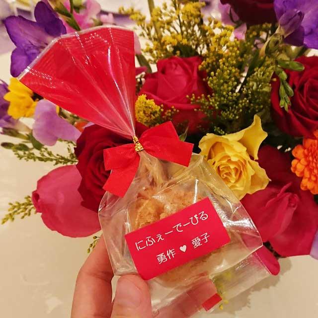 プチギフト お菓子 沖縄風ドーナツ 結婚式 オリジナルラベル 結玉プレーン味1個入 サーターアンダギー ありがとう 【赤ラベル/リボン】ブ