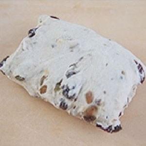 ドライフルーツと木の実のパン 120g x 10ヶ 冷凍パン生地