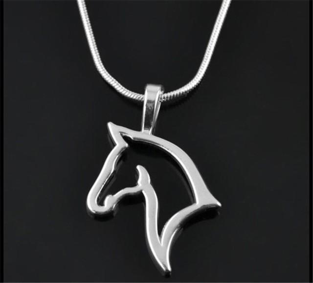 馬 ホース ネックレス 馬の蹄 ペンダント チョーカー アクセ シンプル シルエット カッコイイ かっこいい シルバー 大人 ユニセックス ギ