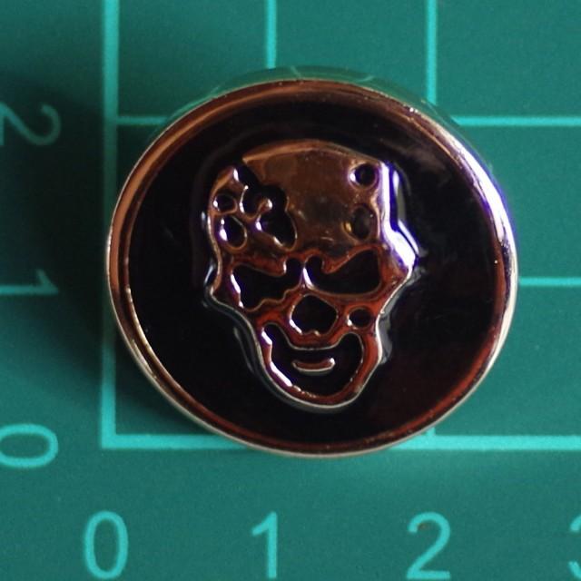 プラスチックボタン・足付き・直径約25mm スカル 髑髏 ドクロ