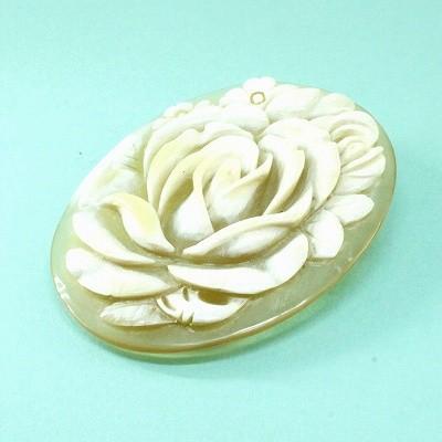 白水牛 薔薇 彫ブローチ (のし等ギフト対応無料) 天然素材で肌に優しい 落下防止シリコン付 ペンダントにもなる 2WAY