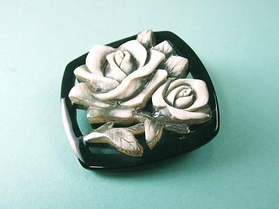 白水牛 バラ彫 ブローチ (のし等ギフト対応無料)落下防止シリコン付 ハンドメイド 天然素材 アンティーク アクセサリー 手作り レトロ