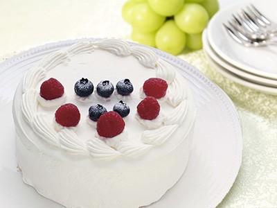 ガトーフレーズ ケーキ 誕生日 記念日 プレゼント クリスマス ラズベリーとブルーベリーをトッピングしたシンプルなケーキ