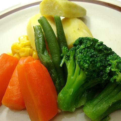送料無料 冷凍食品 温野菜セット さつまいも・インゲン・コーン・ ニンジン・ブロッコリー入り (130g×5パック) 沖縄・北海道は500円、