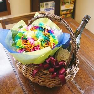 花ギフト 送料無料 花とシャンパン シャンパン レインボーローズ 虹色のバラ 【 ドンペリニヨン ドンペリ 白 レインボーバスケット 】