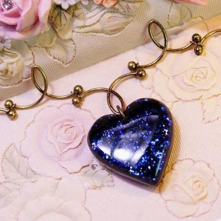 【受注制作】『Heart of sparkle blueberry.』 ガラスアクセ ネックレス・ペンダント ハートタイプ