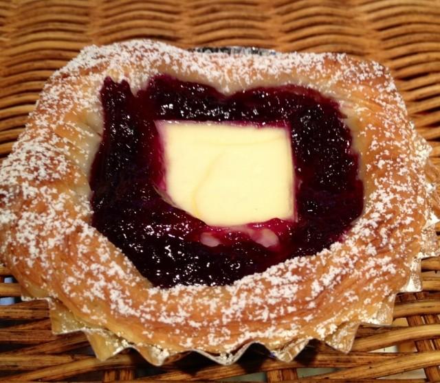 ブルーベリーソースとクリームチーズが相性ぴったり☆[ブルーベリー丸ごとチーズ ]