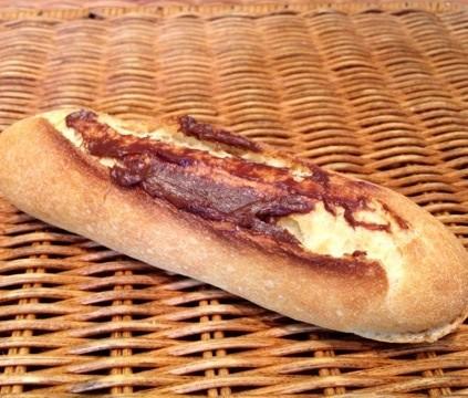 ミニのフランスパンにチョコクリームを中にも外にも塗った[チョコフランス ]