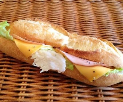 ロースハムとチェダーチーズのフランス系サンド☆[カスクート ]