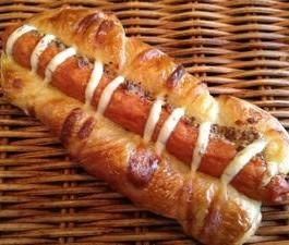粗挽きマスタードとソーセージのデニッシュ系惣菜パン[粗挽きマスタードのソーセージパン ]