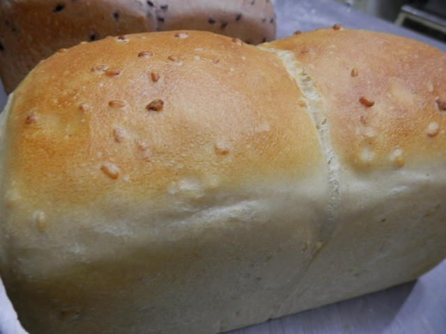 奇跡の30年自家製天然酵母ダイエット、ヘルシー低カロリー、究極の自然農法発芽玄米食パンです。