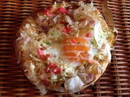 たまごを丸々1個使用したお好み焼きの様な惣菜パン【お好み焼きぱん】