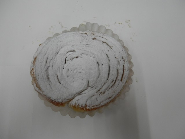 奇跡の30年自家製天然酵母ホワイトソフティー。自家製バタークリームがポイントです。甘さ控えめの人気スイーツです。