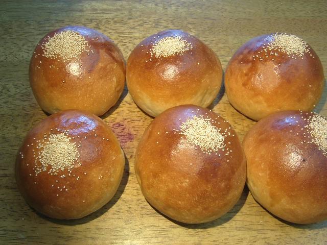 奇跡の30年自家製天然酵母こしあんパン。日本で最高のあんぱんと言っても良いと思います。ただ食べて頂ければ納得出来ます。